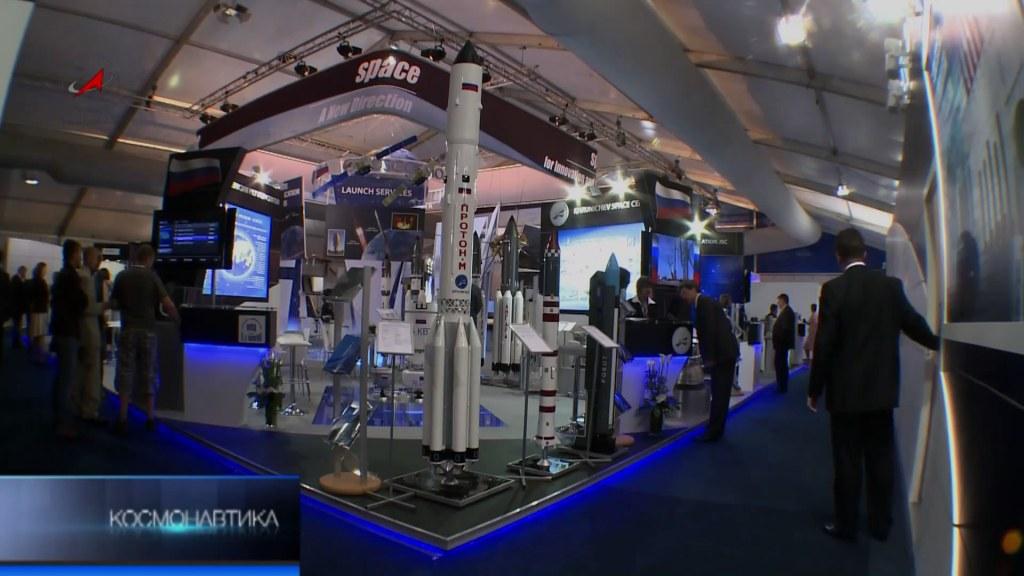 Макет ракеты «Протон-М» на международном авиационно-космическом салоне «Фарнборо-2012»