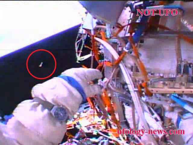 Видеозапись сброса космического мусора, экипаж МКС-35/36