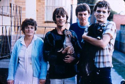 Семья Ноулзов. Слева направо: Фэй, Патрик, Шон и Уэйн