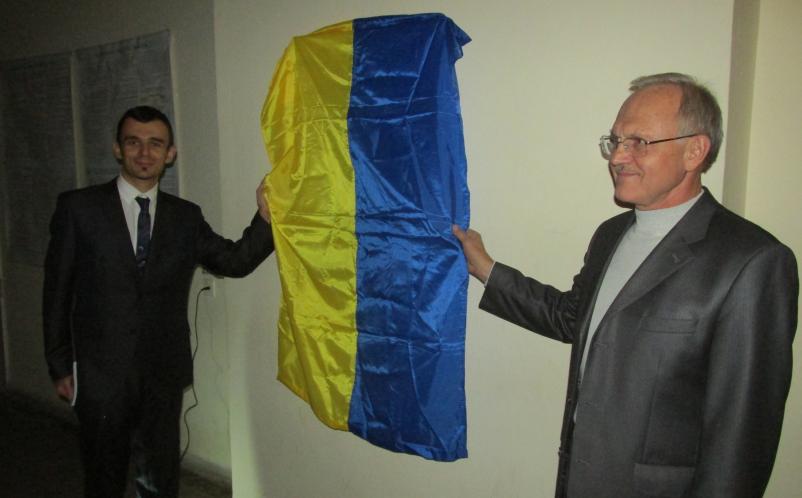 К.т.н., доц. А.С.Билык и д.т.н., проф. О.В.Збруцкий открывают стенд